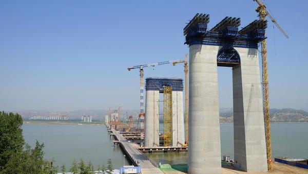 蒙华铁路三门峡黄河公铁两用大桥首段梁顶推成功