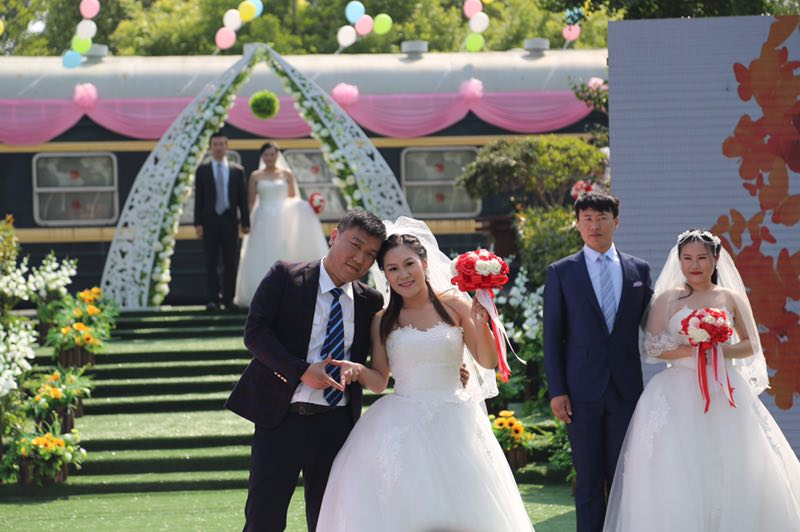 """郑州铁路局46对新人共同喊""""爱的誓言"""" 五年来为208对新人举行了集体婚礼"""