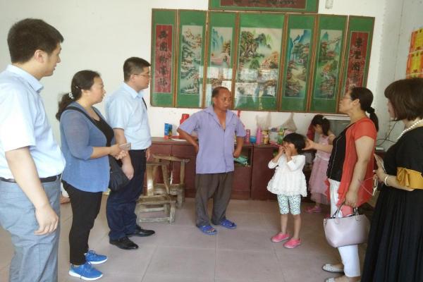 鲁山县熊背乡茶庵村两个女孩儿的家2