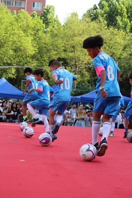 足球小子玩转足球