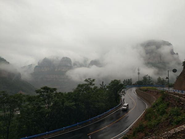 上坪村1 烟雨笼罩中的太行大峡谷